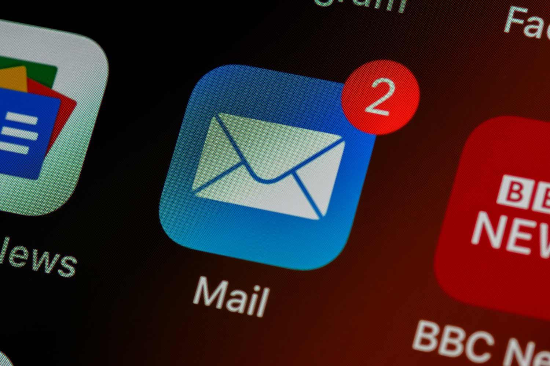 Mail App auf dem Homescreen eines Smartphones