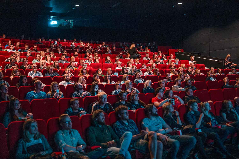Voll besetzter Kinosaal