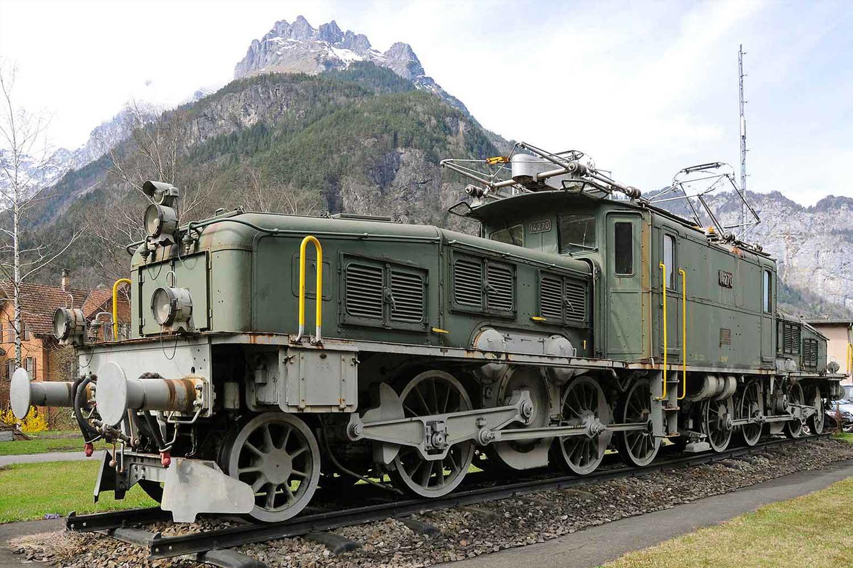 Krokodil-Lokomotive als  Denkmal in Erstfeld