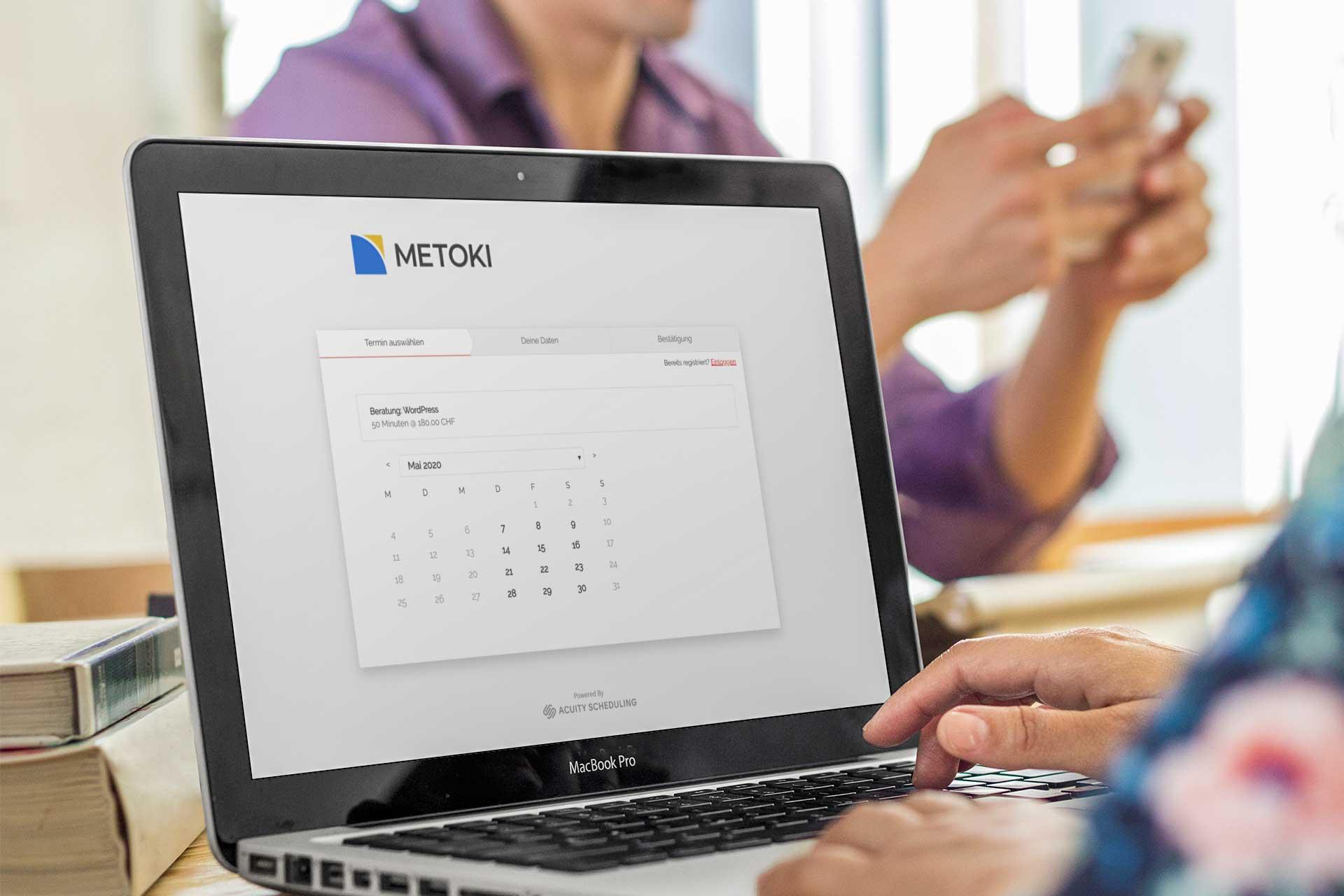 Online-Terminbuchung auf einem Notebook