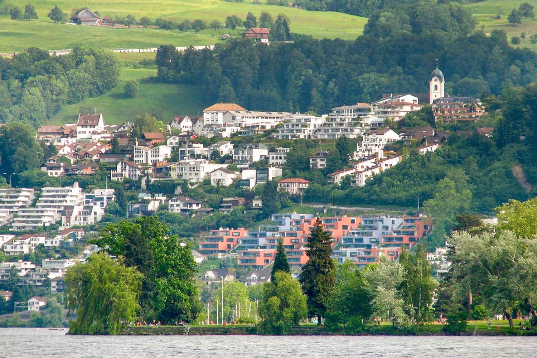 Wollerau mit Zürichsee-Ufer